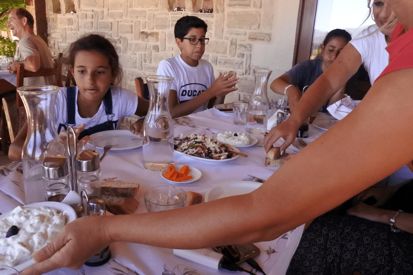 Taverna Aravanes
